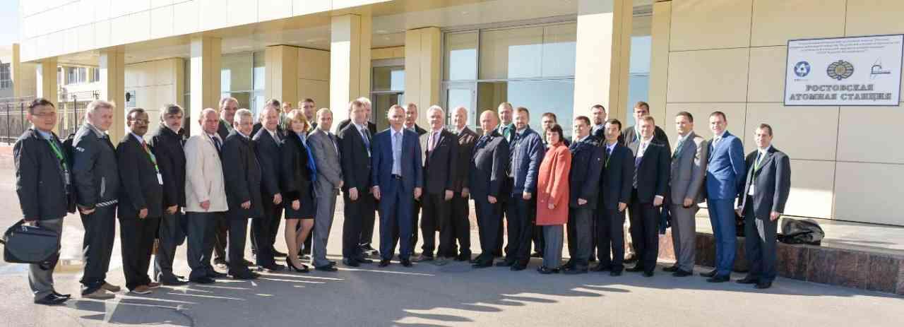 Peer review/Partnerská previerka WANO na Rostovskej JE, 2.11.2013. V skupine sú zástupcovia Arménska, Bieloruska, Číny, Indie, Rakúska, Ruska, USA a SR (A. Osuský/EBO a J. Valovič/SNUS)