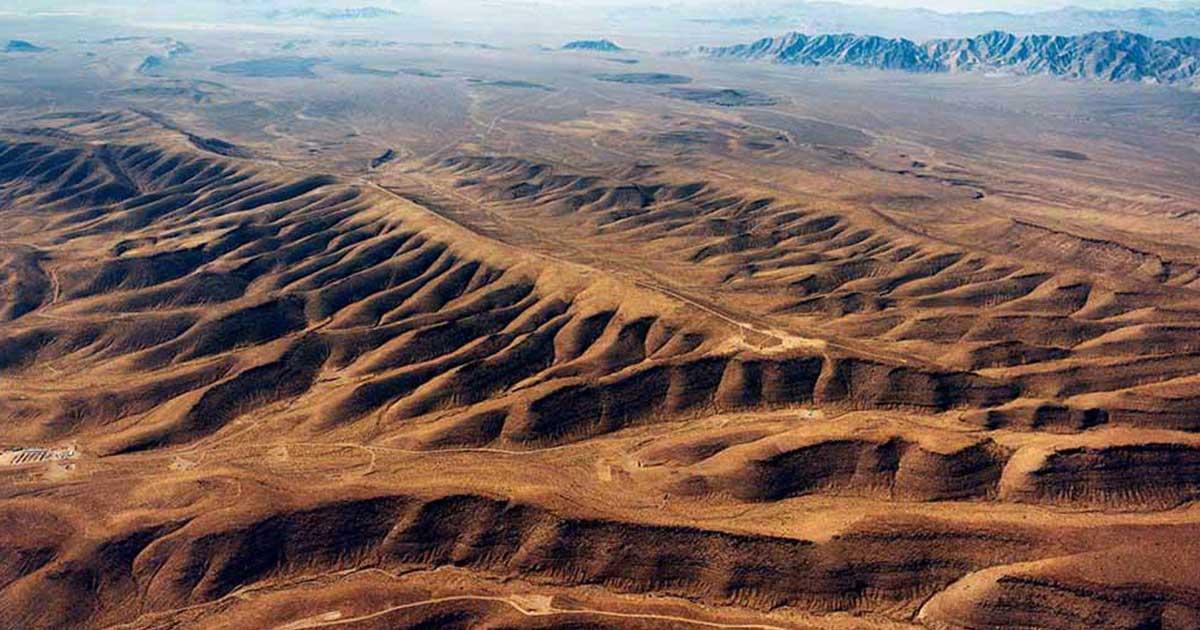Pohorie Yucca Mountain. Miesto plánovaného hlbinného úložiska vysokoaktívneho odpadu USA.