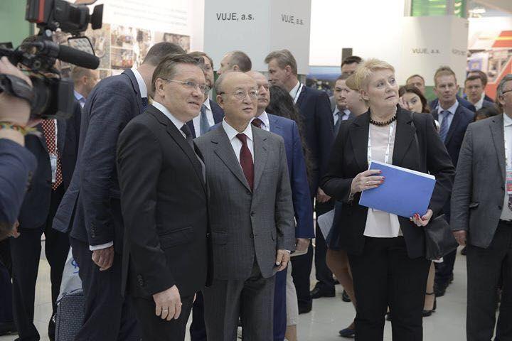 Yukiya Amano generálny riaditeľ IAEA (International Atomic Energy Agency) s generálnym riaditeľom Rosatomu Alexejom Lichačevom (vľavo). Foto: VUJE