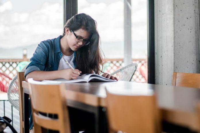 Pomôžte študentom rozšíriť si svoje vedomosti o jadre